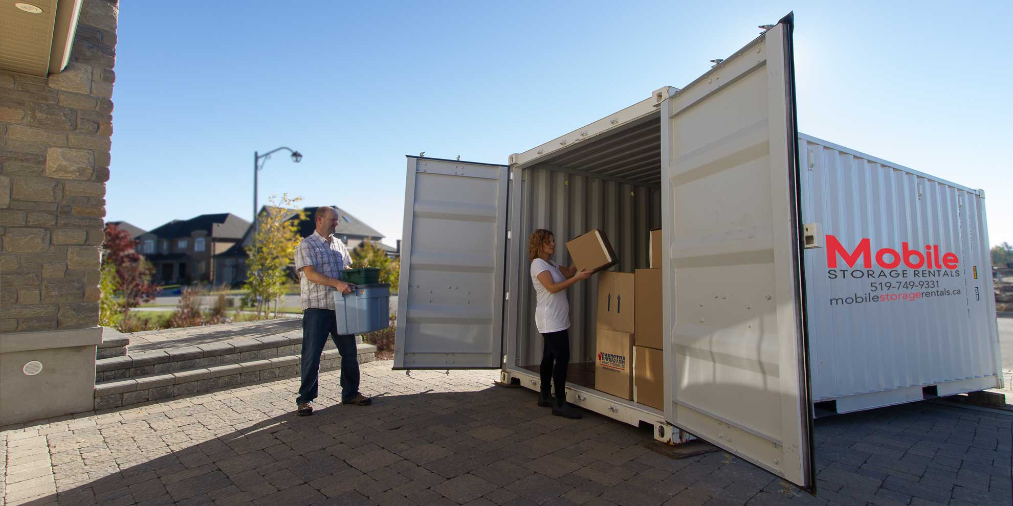 Loading a storage container for moving